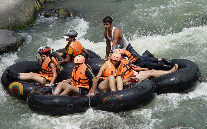 Group Rafting Rio Mindo Ecuador El Monte Sustainable Lodge